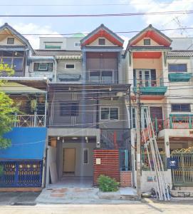 ขายทาวน์เฮ้าส์/ทาวน์โฮมเอกชัย บางบอน : บางบอนวิลล์ บ้านรีโนเวทใหม่ 4 นอน 4 น้ำ พื้นที่ใช้สอยเยอะ เหมาะครอบครัวใหญ่ ติดถนนใหญ่ กาญจนาฯ-บางบอน 3.45 ล้าน