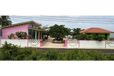 For SaleHouseNakhon Si Thammarat : For Sale!! Beachfront vacation home in Sichon, NST