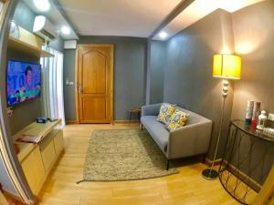 For RentCondoLadkrabang, Suwannaphum Airport : For rent V Condo V Condo Chaengwattana, 5th floor, corner room, Type D, room size 35.6 sqm.