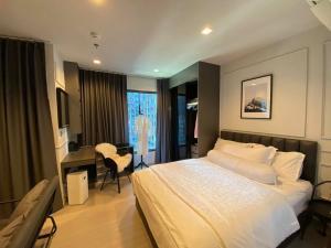 ขายคอนโดพระราม 9 เพชรบุรีตัดใหม่ : ขายขาดทุนด่วน!! Life Asoke Rama9 ห้องสตูดิโอใหม่ แต่งบิวท์อินสวยมาก