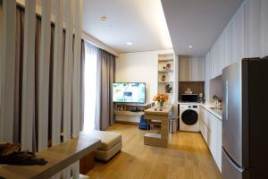 For RentCondoSukhumvit, Asoke, Thonglor : SHOCK PRICE!! Urgent rent, The Lumpini24, 2 bedrooms, high floor, luxurious decoration.