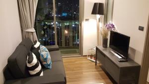 For SaleCondoSukhumvit, Asoke, Thonglor : 📢Cheapest Condo ceil Ekamai 12, Condo Sansiri, located in the heart of Ekamai, high floor, fully furnished, good position, no block view