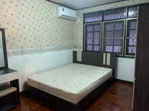 For RentTownhouseRatchadapisek, Huaikwang, Suttisan : hire! townhouse house Pracharat Bamphen, Huai Khwang, with air conditioning in the back, call 095-929-5613
