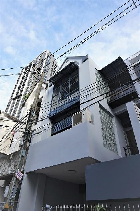 For RentTownhouseOnnut, Udomsuk : 3-storey home office for rent, BTS Phra Khanong, Soi Sukhumvit 44, Khlong Toei District.