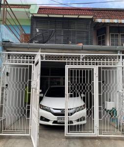 For RentTownhouseRatchadapisek, Huaikwang, Suttisan : (Rent/Rent) Townhouse 2 floors 2 bedrooms near MRT Sutthisan