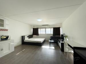 For RentCondoChengwatana, Muangthong : ป๊อปปูล่าคอนโด ห้องใหม่ -สะอาด- เฟอร์ครบ  ค่าเช่ารวมค่าส่วนกลาง ลดพิเศษ !!!
