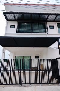 ขายทาวน์เฮ้าส์/ทาวน์โฮมเชียงใหม่ : บ้านแฝด  2 ชั้น โครงการแม่โจ้คันทรี่ สันทราย เชียงใหม่