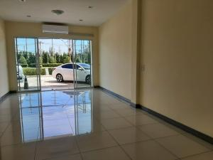 For SaleTownhouseRayong : Townhome for sale, Government Center, Rayong, 3 floors, 3 rooms, 3 bathrooms, 4,950,000 baht, free transfer.