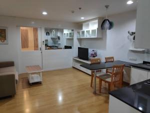For SaleCondoSukhumvit, Asoke, Thonglor : Condo for sell Serene Place near BTS Phromphong! 1 bedroom 1 bathroom 49 sq.m. Floor 5