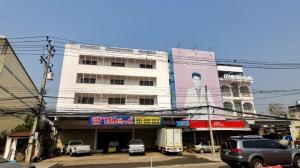 For SaleShophousePhetchabun : Commercial building for sale, 3 booths, 5 floors, good location, suitable for doing business, Mueang District, Phetchabun Province