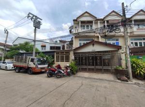 For SaleTownhousePinklao, Charansanitwong : 3-storey townhouse for sale, near BTS Bang Khun Non, Fai intersection, area 49.5 sq m, parking for 6 cars, near Phran Nok Siriraj