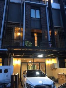 For SaleTownhouseSathorn, Narathiwat : Townhome for sale, very good location, far from the center of Sathorn, Narathiwat, on Sathu Pradit Road.