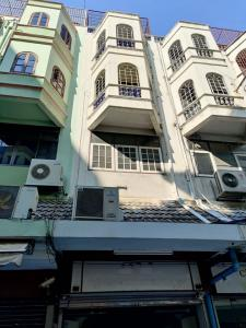 For RentShophouseSiam Paragon ,Chulalongkorn,Samyan : BH1088 prime location!!! Commercial building for rent, 6 floors, 3 bedrooms, 5 bathrooms, next to BTS Chidlom, in the heart of the city, Pathum Wan.