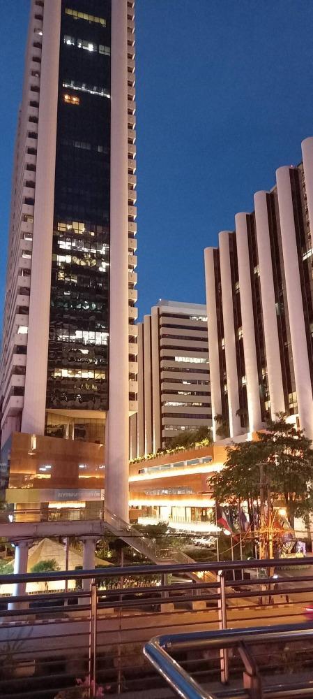 For RentRetailSathorn, Narathiwat : //Shop for rent// Shop for rent, Sathorn Thani Building Next to BTS (BTS) Chong Nonsi