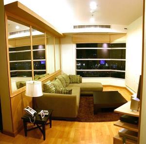 For RentCondoSukhumvit, Asoke, Thonglor : For Rent Large 2-bedder at CitiSmart SK 18, high floor, near BTS Asoke
