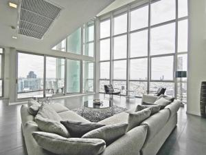 For RentCondoWongwianyai, Charoennakor : ADASH-012 Condo for Rent 4 bedroom Duplex at The River condominium