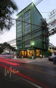 For SaleBusinesses for saleRatchadapisek, Huaikwang, Suttisan : Hotel for sale, 12 rooms, brand new, 46 sq m., 5 floors, near MRT Huai Khwang