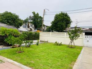 For RentHouseLadprao 48, Chokchai 4, Ladprao 71 : Single-storey house for rent. For living, Chokchai 4, Soi 54, near Ruamchok Market (HH2-HN789).