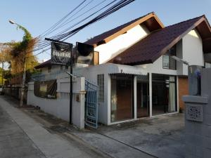 For RentOfficeChokchai 4, Ladprao 71, Ladprao 48, : For Rent: 2 storey detached house for rent, Ladprao area, Soi Ladprao 44, large house, 155 square meters of land, 5-6 car parks, suitable for office, Studio, can register a company.
