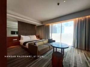 เช่าคอนโดวิทยุ ชิดลม หลังสวน : Room for RENT now..room like a hotel at Hansar Rajdamri for 1 bedroom close to BTS Ratchadamri