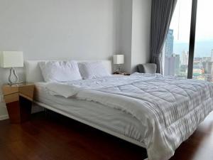 For RentCondoNana, North Nana,Sukhumvit13, Soi Nana : For Rent 租赁式公寓 Hyde Sukhumvit11 (2bed2bath )53sq.m. 35,000 THB Tel. 065-9899065