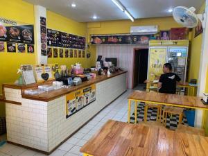For LongleaseRetailRatchaburi : Selling SUSHI JIN shop, Ratchaburi branch. The shop is on the stadium line, opposite the Ratchaburi hospital.