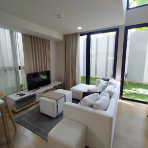 For RentCondoSukhumvit, Asoke, Thonglor : For rent/ For rent Liv @ 49 at the entrance of Soi Sukhumvit 49, Duplex 3Bed room, feel like home (BTS Thonglor 500 m)