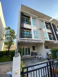 For SaleTownhouseRama9, RCA, Petchaburi : Quick sale! 3-storey townhome, Baan Klang Muang (Rama 9), behind the corner.
