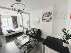 เช่าคอนโดบางนา แบริ่ง : For Rent 租赁式公寓 D condo 30 sq.m. 8,000 THB Tel. 065-9899065
