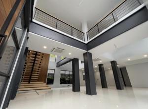 เช่าโชว์รูม สํานักงานขายอ่อนนุช อุดมสุข : Modern Showroom Phra Khanong for Rent