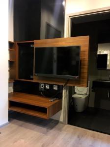 เช่าคอนโดลาดพร้าว เซ็นทรัลลาดพร้าว : ✨Whizdom Avenue Ratchada - Ladprao ให้เช่า 1 ห้องนอน 1 ห้องน้ำ 30.9 ตร.ม. ชั้น 10  ราคา 13,000 บาท/เดือน แต่งสวย ทิศใต้ เฟอร์ครบพร้อมอยู่ใกล้ MRT ลาดพร้าว เดินทางสะดวก✨