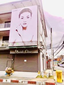 For SaleShophouseTrat : HDD-0002 Urgent sale, commercial building, good location, next to Chai Mongkhon Road.