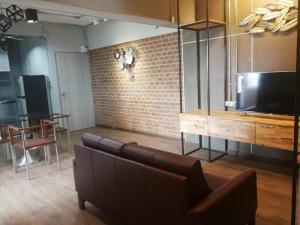 For RentCondoSiam Paragon ,Chulalongkorn,Samyan : Pathumwan Place condo for rent 28,000 baht per month Tel 064 6328999