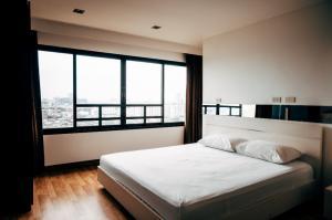 For RentCondoRama 8, Samsen, Ratchawat : Cheapest, best value, condo, room width 100 sqm., can accommodate many people, near MRT Bang Yi Khan