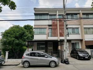 For RentTownhouseSamrong, Samut Prakan : 3-storey townhome for rent, Baan Town Plus Thepharak, beautiful decoration, full furniture, special price, urgent.