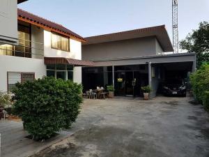 เช่าบ้านลาดพร้าว เซ็นทรัลลาดพร้าว : ให้เช่าบ้านเดี่ยว 2ชั้นเนื้อที่ 155 ตร.ว พื้นที่ใช้สอย 350ตร.ม 4 ห้องนอน 4ห้องน้ำ เฟอร์บางส่วน ถนน ลาดพร้าว ซอยภาวนา ราคาเช่า 70,000 บ/ด