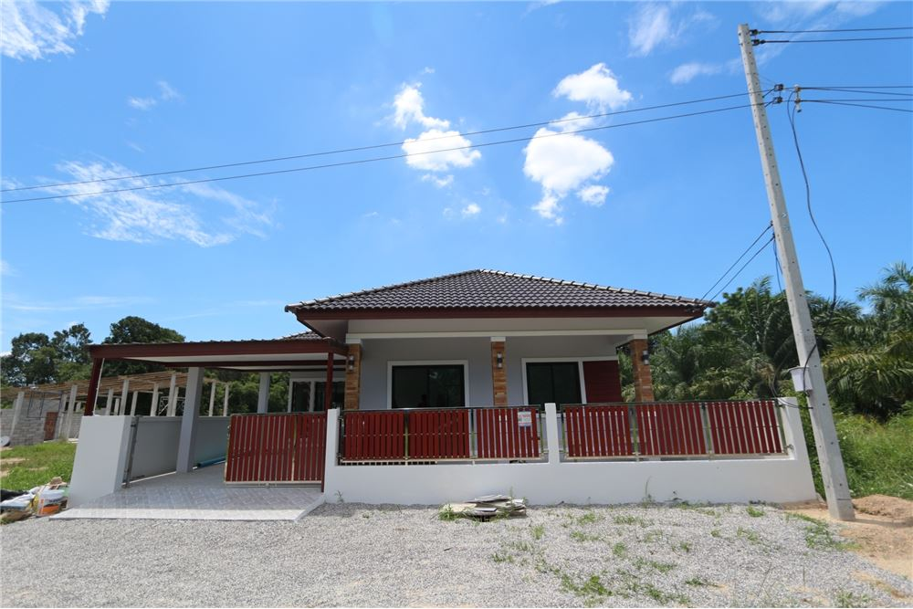 For SaleHouseNakhon Si Thammarat : New house in the center of Sichon ready for sell !
