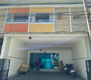 For RentTownhouseKaset Nawamin,Ladplakao : For Rent 3-storey townhome for rent, Eco Space Village. Kaset-Nawamin, beautiful house, newly renovated, partially furnished, living or Home Office