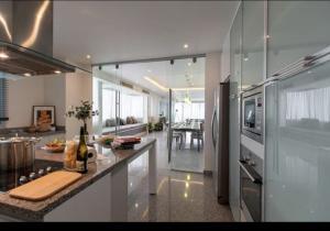 เช่าคอนโดอ่อนนุช อุดมสุข : ให้เช่า Seven Place Residences Type E ปรับปรุงใหม่ (Loft Suite) - 285 ตร.ม.  - 3 ห้องนอน 4 ห้องน้ำ