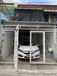 For RentTownhouseRatchadapisek, Huaikwang, Suttisan : RTJ780 Townhome for rent, 2 floors, Yu Charoen Village, Soi Jipradamri, Suthisan Road.