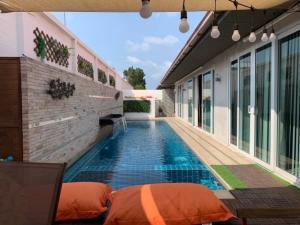 เช่าบ้านพัทยา บางแสน ชลบุรี : Pool villa hometown pattaya for rent พลูวิลล่าจอมเทียน พัทยา