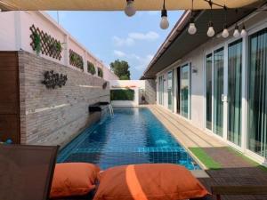 เช่าบ้านพัทยา บางแสน ชลบุรี : พลูวิลล่าจอมเทียน พัทยา Pool villa hometown pattaya for rent
