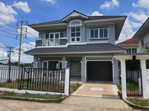 For SaleHouseRangsit, Patumtani : House for sale in Rangsit - Mueang Pathum Thani. Maneerin Park Village Selling below the bank appraisal and project price