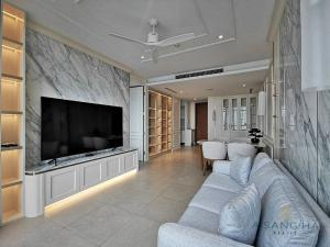 For RentCondoWongwianyai, Charoennakor : ADASH-017 The River for rent 2 Bedrooms, beautiful decoration, ready to move in.