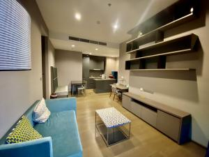 For RentCondoSathorn, Narathiwat : Luxury condo, The Diplomat Sathorn, 2 bedrooms, 2 bathrooms, 1 living room 77.7 sq m, 12A floor, fully furnished, next to BTS Surasak, surrounded by many famous schools. leading hospitals famous department store