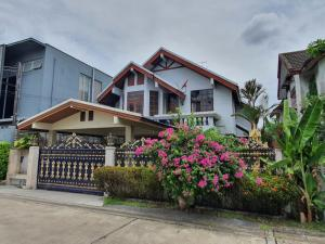 For SaleHouseRatchadapisek, Huaikwang, Suttisan : 2 storey detached house for sale, Panuch Village, in the heart of the city, Ratchada-Huay Kwang area. in and out in many ways For sale by owner, inexpensive