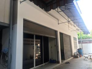 For SaleShophousePinklao, Charansanitwong : Commercial building for sale Charan 35 3 booths with townhouses 105 square meters.
