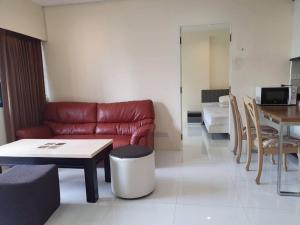 For RentCondoSukhumvit, Asoke, Thonglor : Condo for rent, Condo Saranjai, Sukhumvit Soi 6, 200 meters walk from BTS Nana station, modern decoration, reasonable price