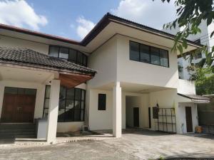 For RentHouseLadprao 48, Chokchai 4, Ladprao 71 : HR819 House for rent, 2 floors, area 206 sq m. Soi Lat Phrao 64, near MRT Sutthisan.