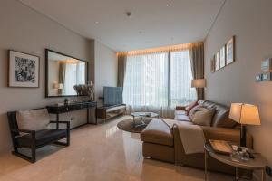 For RentCondoWitthayu, Chidlom, Langsuan, Ploenchit : Luxury executive suite at the Sindhorn Residence